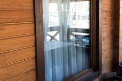 окно в частном доме